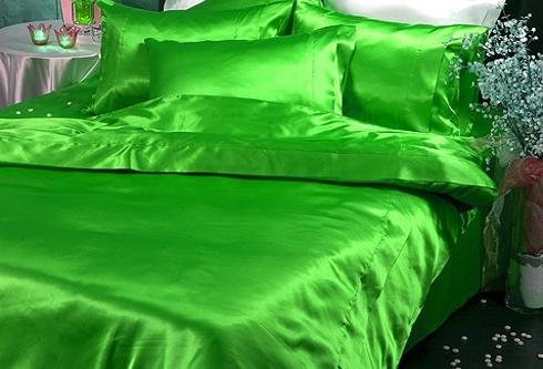Зеленый однотонный шелк